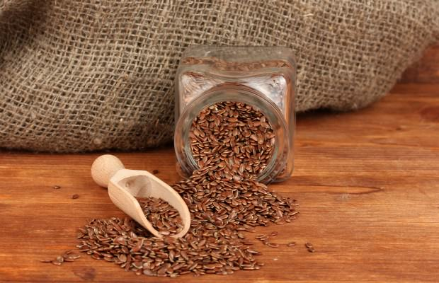 Flax-seeds-in-wooden-spoon