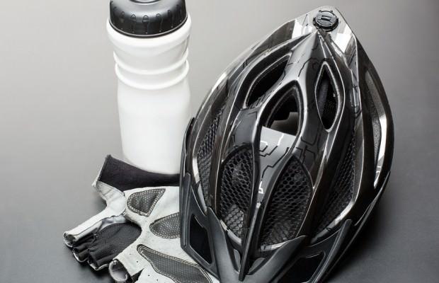 Helmet-gloves-and-water-bottle